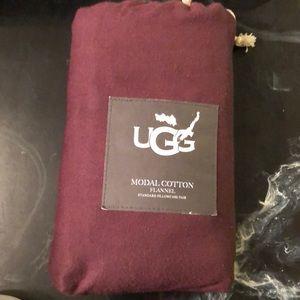 Ugg maroon pillowcases